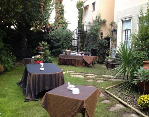 catering pequeño formato en jardín particular